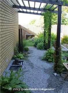Godastunder & Tokiga Ideèr Pergola Patio, Pergola Kits, Backyard, Garden Tiles, Modern Garden Design, Dream Garden, Garden Planning, Trees To Plant, Planting Flowers