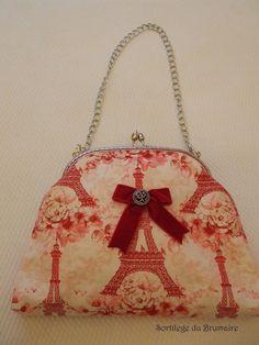 Bolso de boquilla con motivos parisinos en tonos rojos