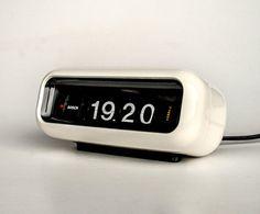 Flip Alarm Clock, Retro Alarm Clock, Alarm Clocks, Retro Flip Clock, Vintage Shops, Retro Vintage, Orange Table, Scale Design, Vintage Home Decor