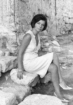 Tzeni Karezi, a Greek film and stage actress, with an outstanding personality and rare beauty. Greek Icons, Greek Beauty, Black And White Face, Architecture People, Iconic Women, Old Movies, Famous Faces, Famous Artists, Old Pictures