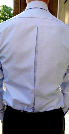 Shirt detail, back pleat Formal Shirts, Casual Shirts, One Direction Shirts, Cut Up Shirts, Mens Designer Shirts, Herren Style, Camisa Formal, Matching Couple Shirts, Fashion Details