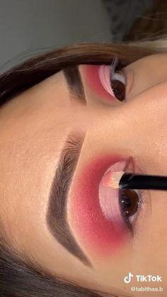 Edgy Makeup, Baddie Makeup, Makeup Eye Looks, Eye Makeup Art, Skin Makeup, Makeup Eyeshadow, Makeup Cosmetics, Pink Eyeliner, Bold Eye Makeup