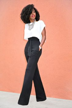 If you think that a wide-leg trouser was only made for the work environment you're wrong. It is versatile and can even be worn to a party. It all depends on how you style i Fashion Mode, Work Fashion, Womens Fashion, Fashion Black, Classy Outfits, Chic Outfits, Fashion Outfits, Party Fashion, Fashion Ideas