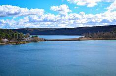 Entrelagunas | Between lakes  Laguna del Rey y al fondo la Colgada. Parque  Natural de las Lagunas de Ruidera  #betweenlakes #entrelagunas #lagunasderuidera #ruidera #mobilephotography