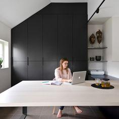 Attic Wardrobe, Large Desk, Modern Office Design, Office Decor, Office Ideas, Minimalist Home, Office Interiors, Open Shelving, My Dream Home