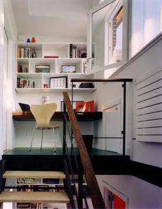 little mezzanine office (not sure about having stairs in my back though !)