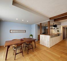 No.0477 『素敵』をコレクトした Passivなわが家 -リラックス感のある上質なカジュアル空間-(一戸建て)   リフォーム・マンションリフォームならLOHAS studio(ロハススタジオ) presented by OKUTA(オクタ) Conference Room, Table, Color, Furniture, Home Decor, Colour, Homemade Home Decor, Meeting Rooms, Mesas