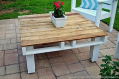 Next we would suggest you to give your garden area with the perfect appearance through placing a unique designed wood pallet table in it. This table is designed as medium in size shape and looks quite decent. You can even make it locate in your lounge area as well.