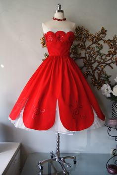 Red and White contrast  Party dress 1950s