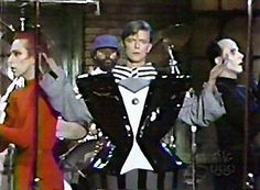 David Bowie with Klaus Nome and Joey Arias on SNL Joey Arias, David Bowie Pictures, Lovers Eyes, The Thin White Duke, Saturday Night Live, Glam Rock, Celebrities, Snl, Supper Club