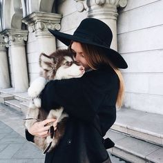 best accessories: a wide brim hat and a puppy.