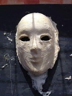 Le premier masque a été poncé et je suis franchement satisfaite du résultat, j'ai eu acheté des masques qui avaient plus de défauts que celui là... En plus, vu ce que j'ai dans l'idée de tester com...