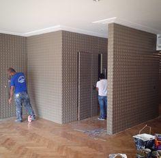 Acabamento forrorama pintado na cor fendi. (Inclusive a porta).