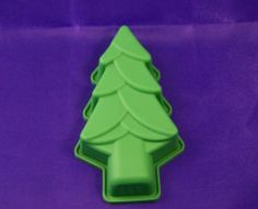 christmas tree cake tin Christmas Tree Cake Tin, Tree Cakes, Cake Tins, Yummy Cakes, Cookie Cutters, Cake Boxes, Wood Cake