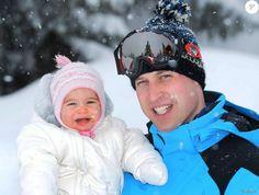La princesse Charlotte de Cambridge et son père le prince William dans les Alpes françaises début mars 2016 lors d'un court séjour à la montagne, les premières vacances à la neige de George et Charlotte.