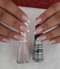 Silver French tips. Cute Nails, Pretty Nails, Nail Manicure, Nail Polish, Manicures, Nail Deco, French Tip Nails, Nagel Gel, Gorgeous Nails