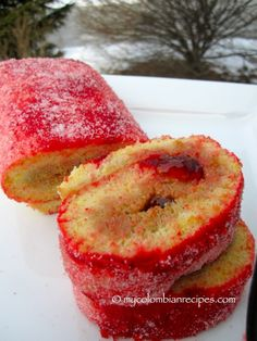 Rollo Rojo de Guayaba (Colombian Red Roll Cake with Guava) Colombian Desserts, My Colombian Recipes, Colombian Food, Cuban Recipes, Filipino Desserts, Cake Roll Recipes, Best Dessert Recipes, Sweets Recipes, Dessert Ideas