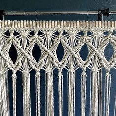 Macrame Wall Hanging Diy, Macrame Curtain, Macrame Art, Macrame Projects, Clove Hitch Knot, Rope Crafts, Macrame Tutorial, Macrame Patterns, Irish Crochet