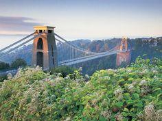 Beautiful Bristol, Clifton Suspension Bridge. Autumn breaks UK (© Getty Images)