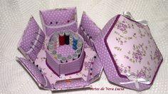 Caixa de costura em cartonagem recheadinha com linhas, agulhas, alfinetes, fita métrica...