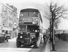 Old style buses Dublin 1946 Old Pictures, Old Photos, Buses And Trains, Ireland Homes, Dublin City, Irish Art, Dublin Ireland, The Good Old Days, The Past
