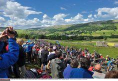 Big crowds cheered on racers during stage 1 Photo: © Tim de Waele