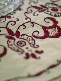 An elegant embroidery -- Punto Mallorquín -- Bordados Tambour, Tambour Embroidery, Blackwork Embroidery, Vintage Embroidery, Embroidery Stitches, Hand Embroidery, Herringbone Stitch, Felt Art, Handmade Clothes