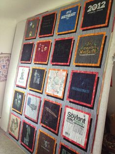 Sew T-Shirt Who doesn't have a bunch of souvenir t-shirt? They make great memory quilts. These are t-shirt quilts I've made over the past 3 years. Quilting Tips, Machine Quilting, Quilting Projects, Quilting Designs, 3d Quilts, Shirt Quilts, Panel Quilts, Quilt Storage, No Sew Curtains