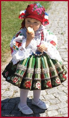 Lowicz Costume, Poland- So adorable! Kids Around The World, We Are The World, People Of The World, Precious Children, Beautiful Children, Beautiful Babies, Cultures Du Monde, World Cultures, Little People