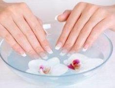Cómo quitar las cutículas de las uñas. Lucir una manicura impecable y hermosa es imposible si las cutículas de las uñas no están bien cuidadas. Estas son el contorno de piel blanquecina que se encuentra alrededor de las uñas y cumplen una ...