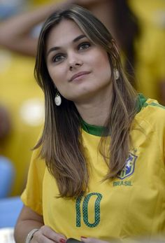Soccer Tips. One of the greatest sports in the world is soccer, also known as football in several countries. Hot Football Fans, Football Girls, Girls Soccer, Sporty Girls, Football Soccer, Estilo Cowgirl, Hot Fan, Names Girl, Brazil Women