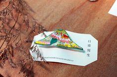 山形刺繡胸針(刺繡ブローチ) 尺寸:約65×30mm sold out 此款售出 接受訂製類似