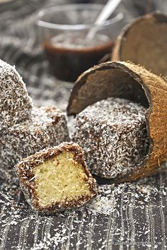 Vegan Lamingtons: Sponge Cake Cubes dipped in Chocolate and grated Coconut Greek Desserts, Greek Recipes, Vegan Desserts, Types Of Cakes, Sweet Sauce, Food Platters, Vegan Cake, Sponge Cake, Food Photo