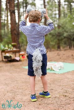 This yarn wolf tail (or dog tail!) is SO easy to make, no sew, and is great for a Halloween costume or just fun dramatic play.