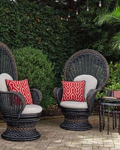 Equal parts drama and comfort, we love the Marimba Fan Chair from Tommy Bahama Outdoor Living! Find great Tommy Bahama furniture like this at West Coast Living