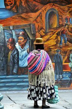 Cholita y mural    Bolivia.La Paz.2009 by César Angel. Zaragoza on Flickr.