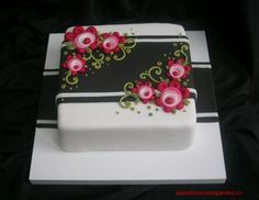 Cake - love the flowers and the background
