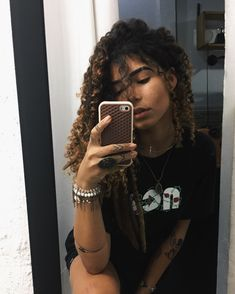 На доске foto no espelho Bad Hair, Hair Day, Black Girl Dreads, Afro, Curly Hair Tips, Foto Pose, Tumblr Girls, Curled Hairstyles, Guys And Girls