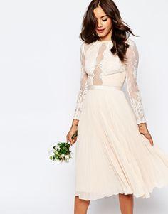 ASOS WEDDING - Jolie robe mi-longue plissée en dentelle frangée