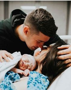 Birth Pictures, Hospital Pictures, Birth Photos, Newborn Pictures, Cute Family, Family Goals, Couple Goals, Hospital Tumblr, Couple With Baby
