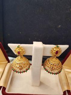 Ali baba Selani and diamond splyer Dubai. Gold Jhumka Earrings, Jewelry Design Earrings, Gold Earrings Designs, Gold Jewellery Design, Gold Jewelry Simple, Gold Rings Jewelry, Antique Jewellery Designs, Ali Baba, Amai