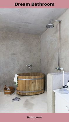 Pairing a beautiful wooden tub with a Tadelakt finish works well in this amazing bathroom. Bathroom Toilets, Bathroom Renos, Bathroom Interior, Boho Bathroom, Bathroom Styling, Bathroom Gray, Ikea Bathroom, Small Bathroom, Master Bathroom