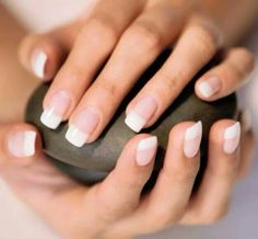 Do your own French tip manicure that will always be in style because of it's simplicity and great look. Here are some tips to help you do your own French manicure: French Nails, Ongles Gel French, French Tip Manicure, Manicure And Pedicure, French Polish, American French Manicure, French Acrylic Nails, Hair And Nails, My Nails
