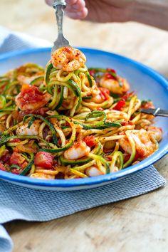 Zucchini Spaghetti Pasta With Spicy Shrimp Arrabbiata Recipe LowCarb Paleo GlutenFree Prawn Recipes, Seafood Recipes, Paleo Recipes, Cooking Recipes, Noodle Recipes, Pasta Tomate, Prawn Pasta, Vegetable Spaghetti Maker, Zucchini Spagetti
