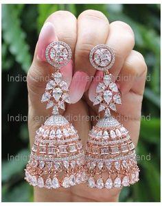 Indian Jewelry Earrings, Indian Jewelry Sets, Indian Wedding Jewelry, Jewelry Design Earrings, Gold Earrings Designs, Ear Jewelry, Cute Jewelry, Jhumki Earrings, Fashion Earrings