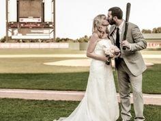 8 Ways to Plan a Baseball Theme Wedding