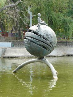 Quinta parada en la ruta artísitica de El Principito. Y de Japón viajamos a Ucrania, a Dniepropetrovsk donde se encuetra esta espactacular escultura. @Lara Romero @Tamara Orozco