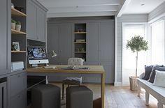Werkkamer met kasten op maat in warmgrijze lakverf