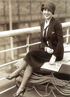 Bessie Love, film actress, on board the SS Majestic - 4 November 1925 Women's vintage fashion photography photo image