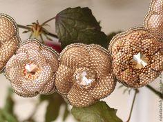 Купить Колье с цветами из бисера и сваровски (0370) - золотой, золотое колье, золотистое колье